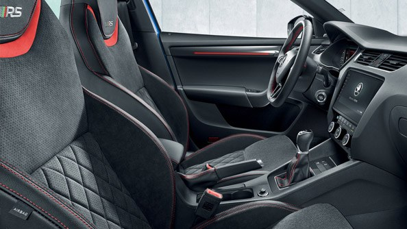 Black Sports Interior The interior of the Octavia RS & RS245 has been designed largely in black, from the roof lining to the footwell with its pedals in an aluminium finish. A sporty 3-spoke multifunctional steering wheel with perforated leather is a standard feature. Besides the steering wheel, the gearshift knob and the parking brake handle are also upholstered in leather. Grey or red high-contrast stitching can be ordered for these components, the seats and other parts of the interior.