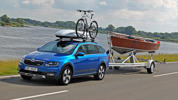 Along for the Ride With its four-wheel transmission, maximum (braked) towing capacity of 2,000kg, and a maximum loading weight of 645kg, the ŠKODA Octavia Scout is prepared for almost every adventure. Plus, the (optional) Trailer Assist feature, which offers sway correction and aids reversing, makes towing and parking your trailer a breeze.