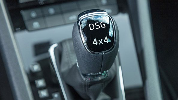 The Right Gear The ŠKODA Octavia Scout comes with the ultra-efficient, 6 or 7-speed, Direct Shift Gearbox (DSG). The DSG offers consistent and reliable shifting and all the advantages of manual and an automatic gearbox. It enables fluent acceleration, therefore maximum torque and appropriate gear selection when required both on and off-road.