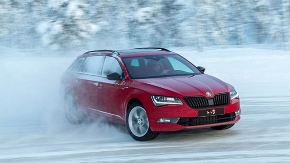 Superb Experience The ŠKODA Superb SportLine turns even the shortest of drives into an hi-performance, luxurious thrill. With its finely-tuned turbocharged engine generating up to 206kW of power, flat-bottomed sports steering wheel and a performance monitor that broadcasts your results on the central touchscreen in crystal-clear clarity, the SportLine offers a Superb driving experience.