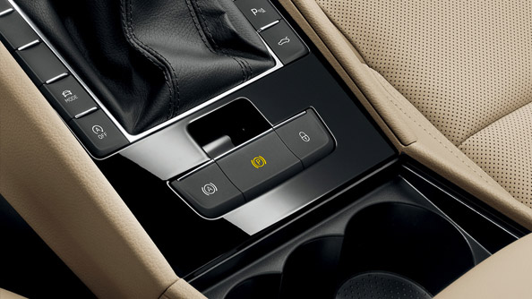 Electronic Parking Brake The electronic parking brake doesn't just create more space between the front seats, but also increases safety and comfort.  Equipped with an Auto Hold function, the brake prevents the vehicle from rolling away at standstill or when pulling away, without the driver having to touch the brakes.