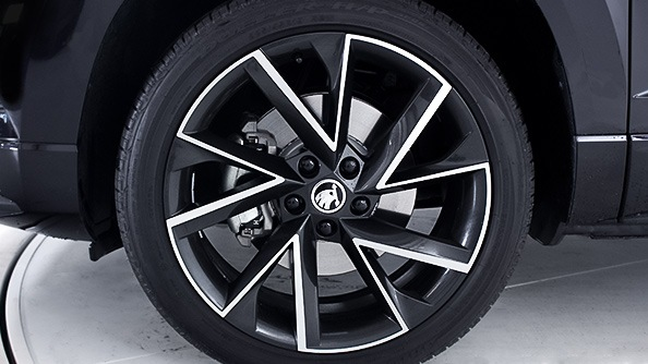 "VEGA Alloy Wheels The 19"" Vega anthracite alloy wheels further enhance the sportiness of the SportLine's exterior."