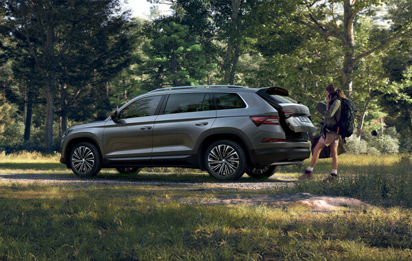 Boundless Enthusiasm A large SUV is rightly expected to be a vehicle of great prowess. The smart all-wheel drive, Off-Road mode, Hill-Descent Control and high ground clearance pave the way for you to venture off the beaten track.